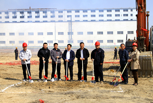 The ceremony was held to celebrate the annual output 30,000 tons of high-grade refractory materials project.